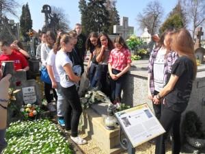Przy grobie córki Łukasiewicza